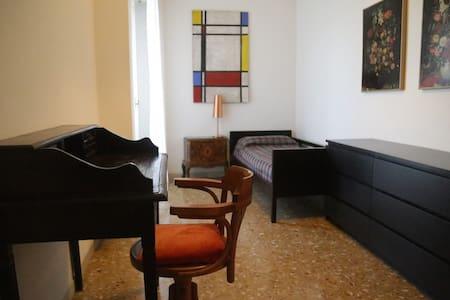 Single bedroom:wi-fi ,central heating ,lagoon view - Venedik
