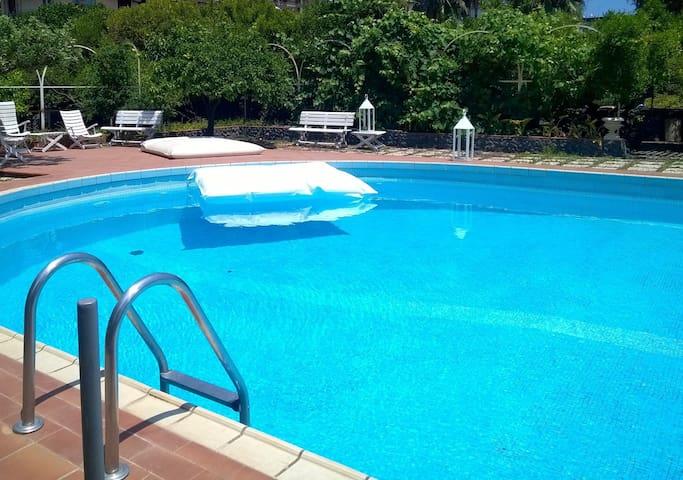 Depandance in villa storica con piscina