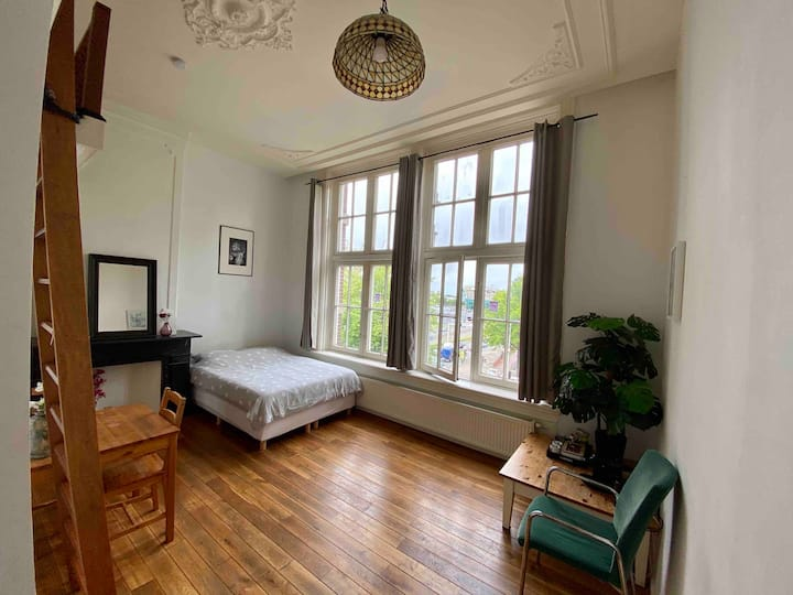 Private accommodation in City Centre, 2nd floor