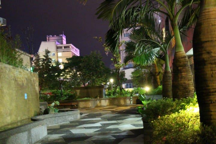 礁溪房美人湯溫泉2特大雙人床+1沙發床+湯圍溝旁+夜市+夜景+免費早餐!