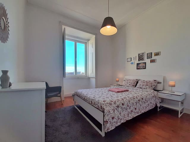 ★ Bright and Spacious Double room in Alfama ★
