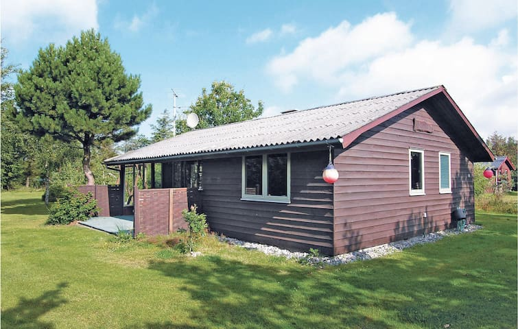 Holiday cottage with 2 bedrooms on 62 m² in Blåvand