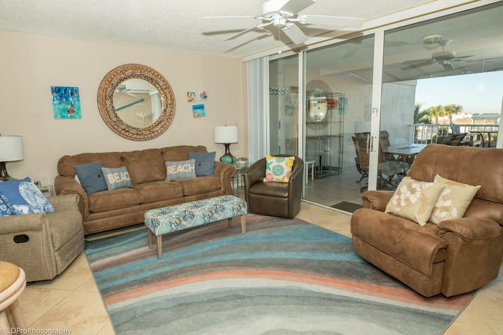 Mag 112 is a Beautiful 2 BR with free beach service for 2 in Destin Pointe