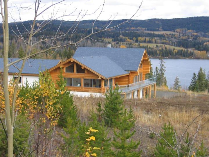 2 Bedroomsuite w.ensuite, 4 Pers, Bridge Lake  B.C