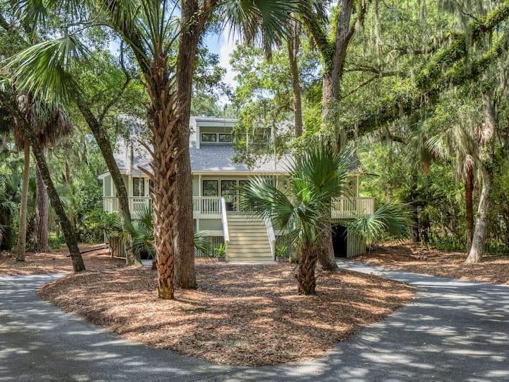 Wonderful 3BR Home! Close to Beach! Pet Friendly! Amenity Cards!