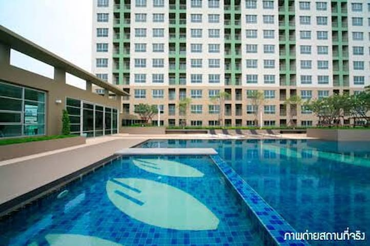 Condo near BTS Ekkamai, Big pool! - Bangkok - Departamento