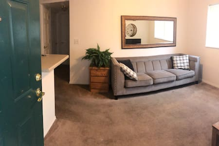 Two bedroom apartment near campus and Yellowstone