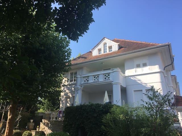 Kleine Gästewohnung in alter Villa
