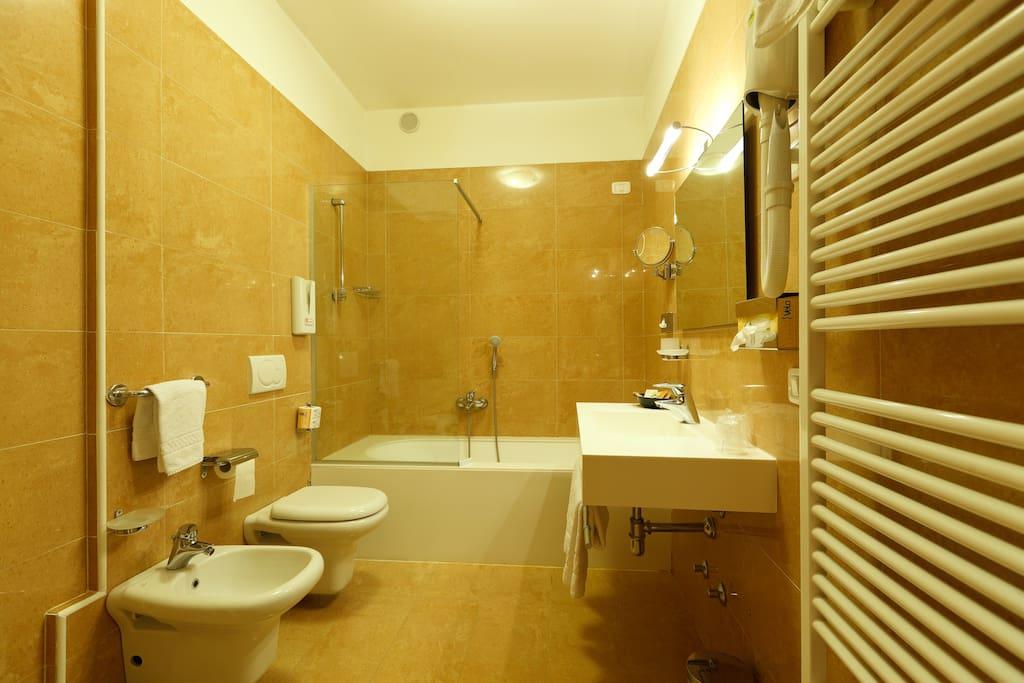 BAGNO STANDARD ROOM  BATHROOM STDANDARD ROOM