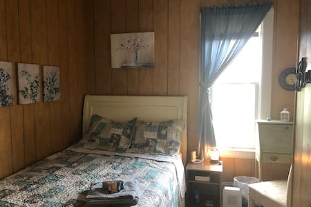 Country chic for pretty cheap, room B