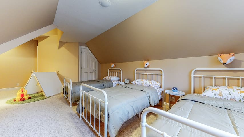 """""""Fox den"""" bedroom, located next to the master bedroom, featuring three twin beds, a play tent for kids, and a full bathroom with tub. Located on the 2nd floor."""