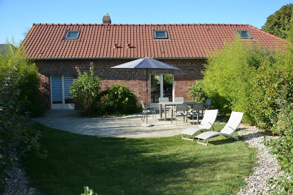 Le Belem, pour 6 personnes. Vue de son Jardin et sa terrasse privée.