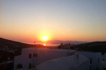 the house of the rising sun @unique village Lefkes - Lefkes - Casa