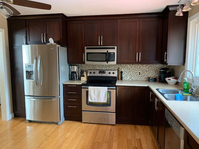 Clean, quiet home in Kingston's west end!