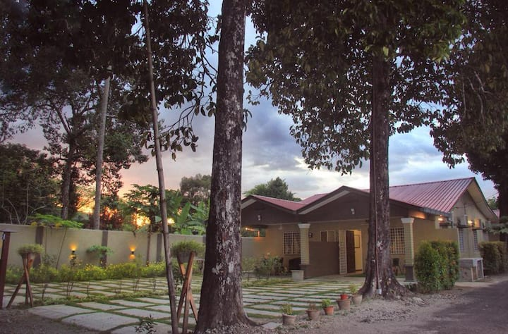 The Retreat Two-Bedroom Homestay 5