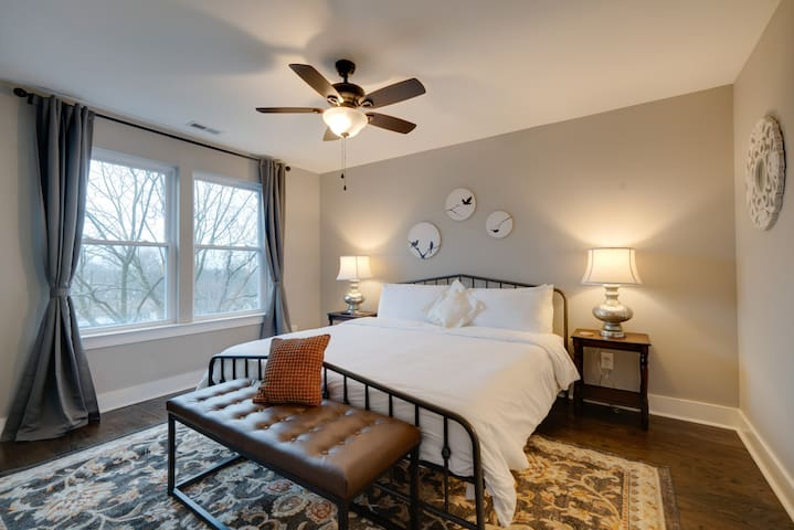 Private Suite w/ King Size Bed in East Nashville