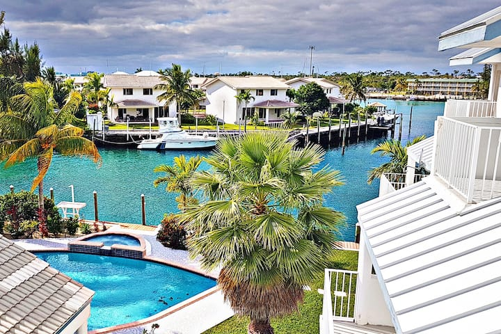 Luxury Waterfront with Extraordinary View & Pool