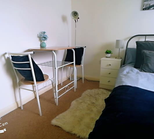Lovely double bed-room in Liverpool city centre