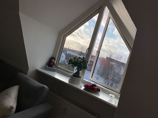 Bright rooftop apartment close to bus and train