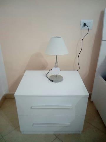 Comodino e lampada