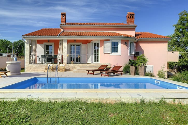 Premium Villa Laura - 4BR with pool - Marčana - Hus