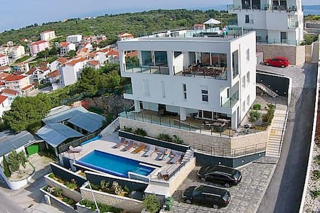 Lovley  apartment with pool  and panoramic view