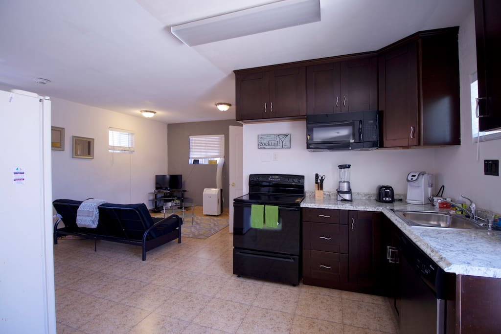 Full kitchen with all appliances and Keurig coffee machine