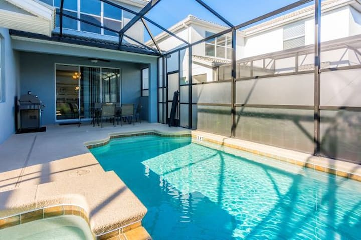 Comfortable with game room and pool! Near Disney!!