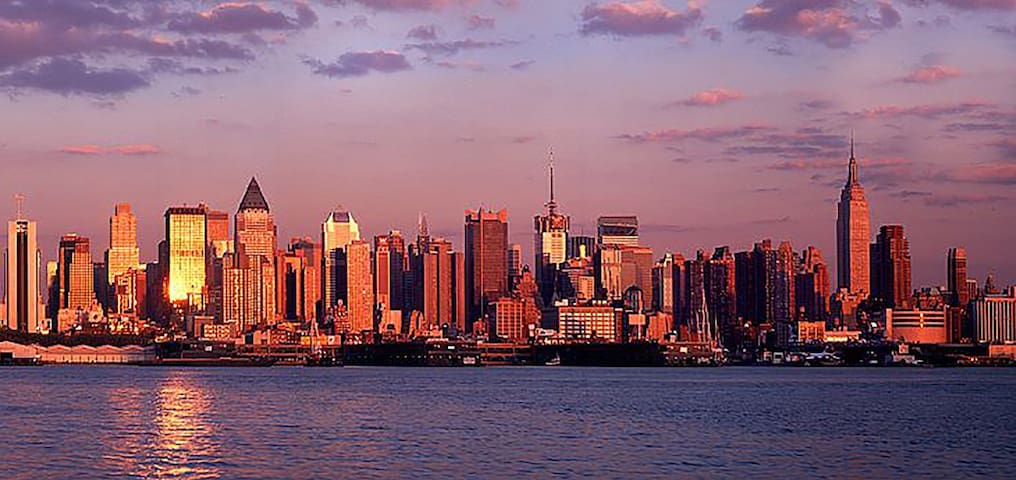 {11 Minutes to Manhattan}  Efficient Room