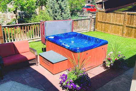 ★1 Bdrm (2 Bd) Private Suite w Hot Tub & Laundry ★