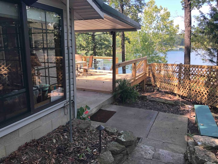 Private waterfront cabin-newly renovated