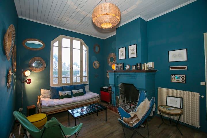 Chambre dans une maison typique à 30 metres bassin