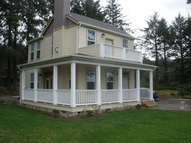 Sea Elk Cottage Vacation Rental - Yachats - Dom