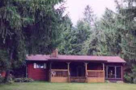 Small rustic home on secluded wooded property - New Albany - Chalet