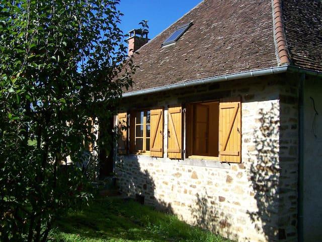 Belle maison en pierre - Saint-Ybard