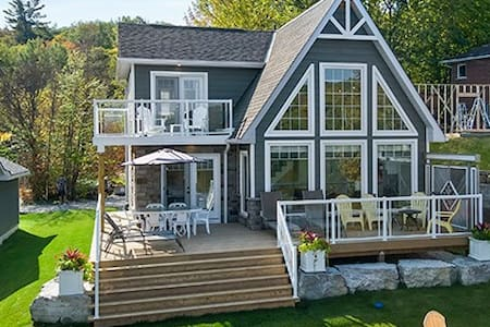 Brand New Bancroft cottage on picture perfect lake