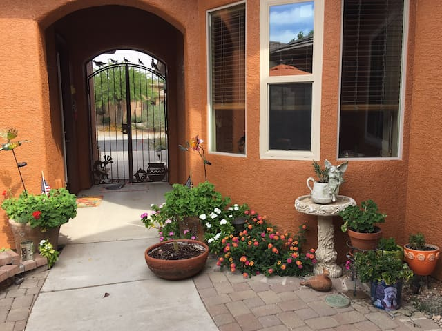 Private, cozy & charming Casita for one or two!