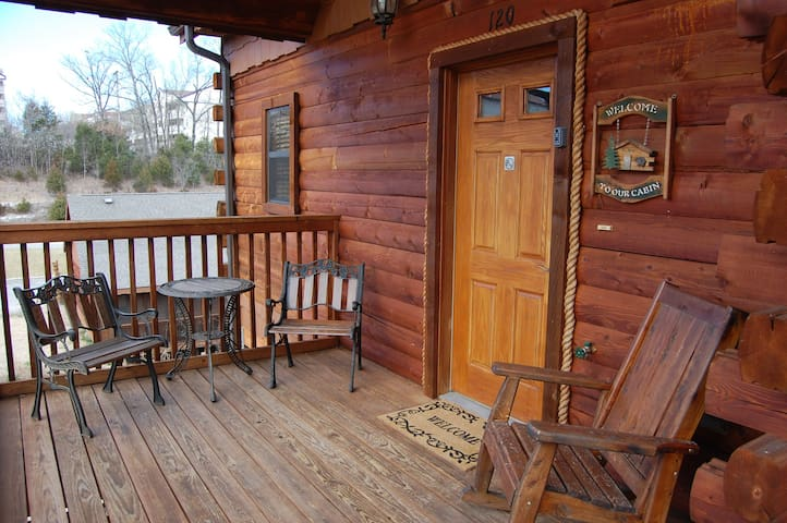 Cozy Cabin-Fall in the Heart of Branson