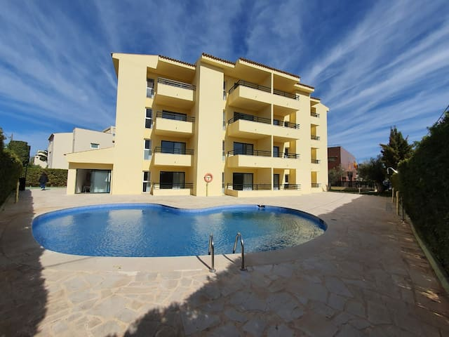 Lovely apartment with terrace and swimming pool