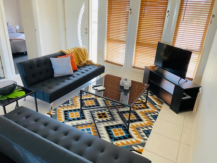 Workers stay here->Great Location,WIFI, A/C,4 Beds