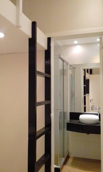 Banheiro visto do quarto
