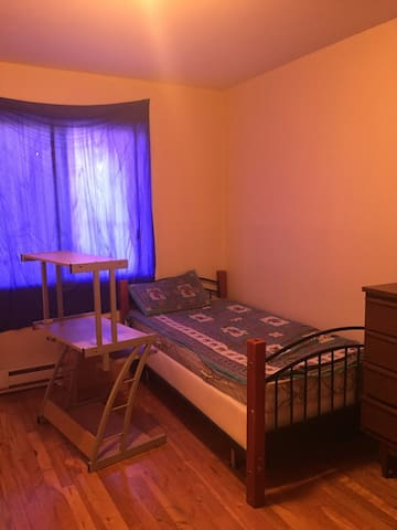 Private bedroom for travellers - Montreal - Pis