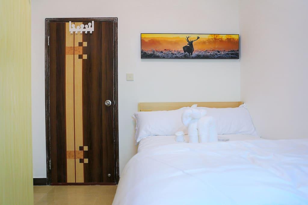酒店的床,三色灯//Hotel bed, 3 tones of light//Cama de hotel, 3 tonos de luces