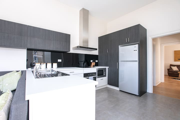 5 Minutes From The City With Garage and Wifi