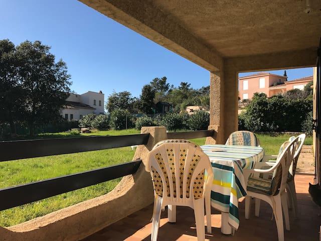 Appartement F3 en rez-de-villa avec jardin - Coggia - Appartement