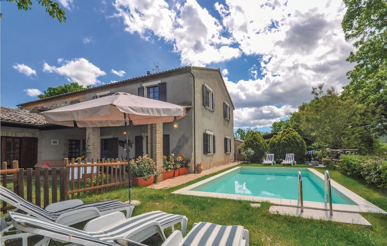 Holiday cottage with 4 bedrooms on 190m² in Allerona -TR-