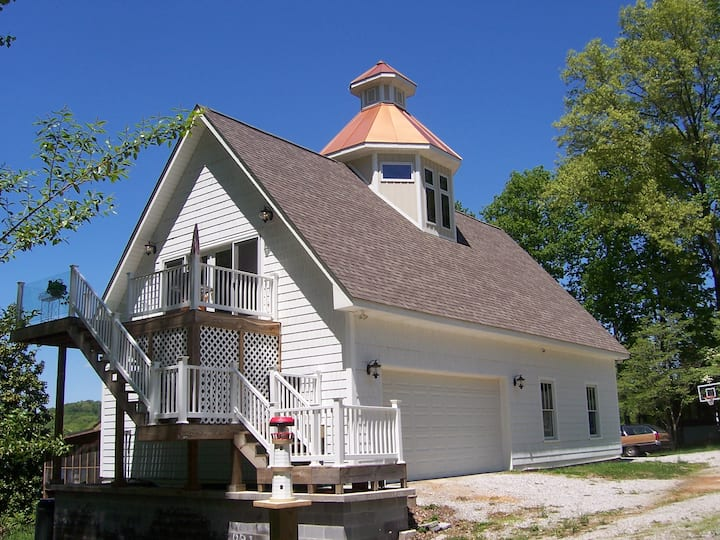 Lakefront Rental, The Lighthouse at Twin Magnolias
