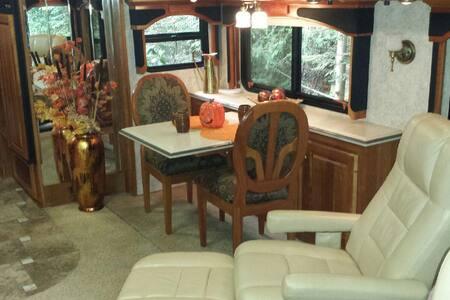 38 ft Camelot Coach On Silver Lake, Mount Baker - Lakókocsi/lakóautó