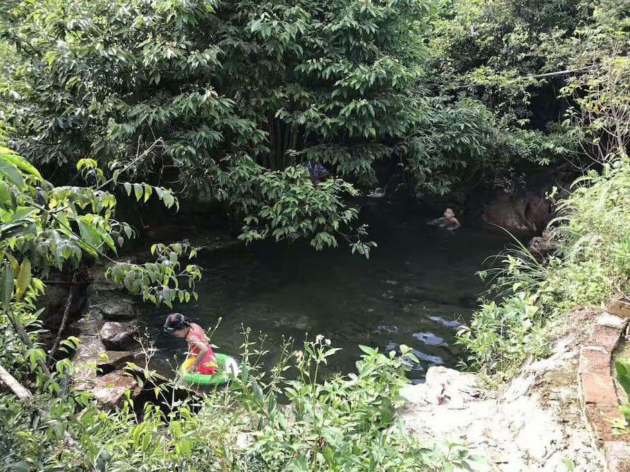 后山天然山泉泡水池