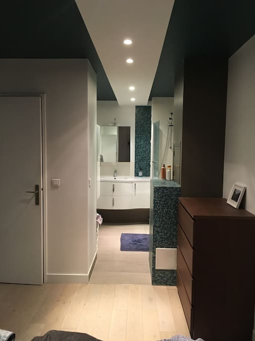 Recently refurbished, beautiful bathroom with authentic Italian tiles, & plenty of storage space.